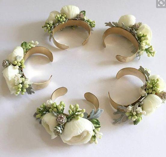 Sztuczne kwiaty w dekoracji ślubnej