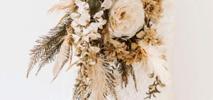 Sztuczne kwiaty na ślubie